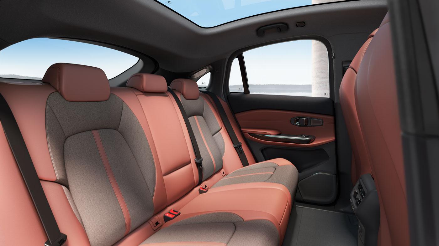 蔚来ec6内饰图-宽敞舒适的后排乘坐空间-移动端 | 蔚来ec6车型页